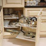 Выдвижные системы для кухни: расставим все по своим местам