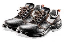 Применение рабочих кроссовок с металлическими носками