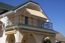 Крыша над крыльцом