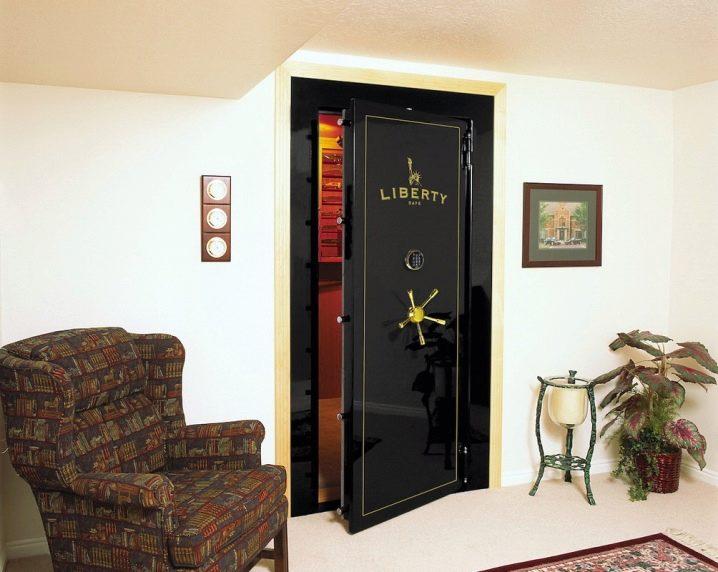 Как выбрать сейф двери