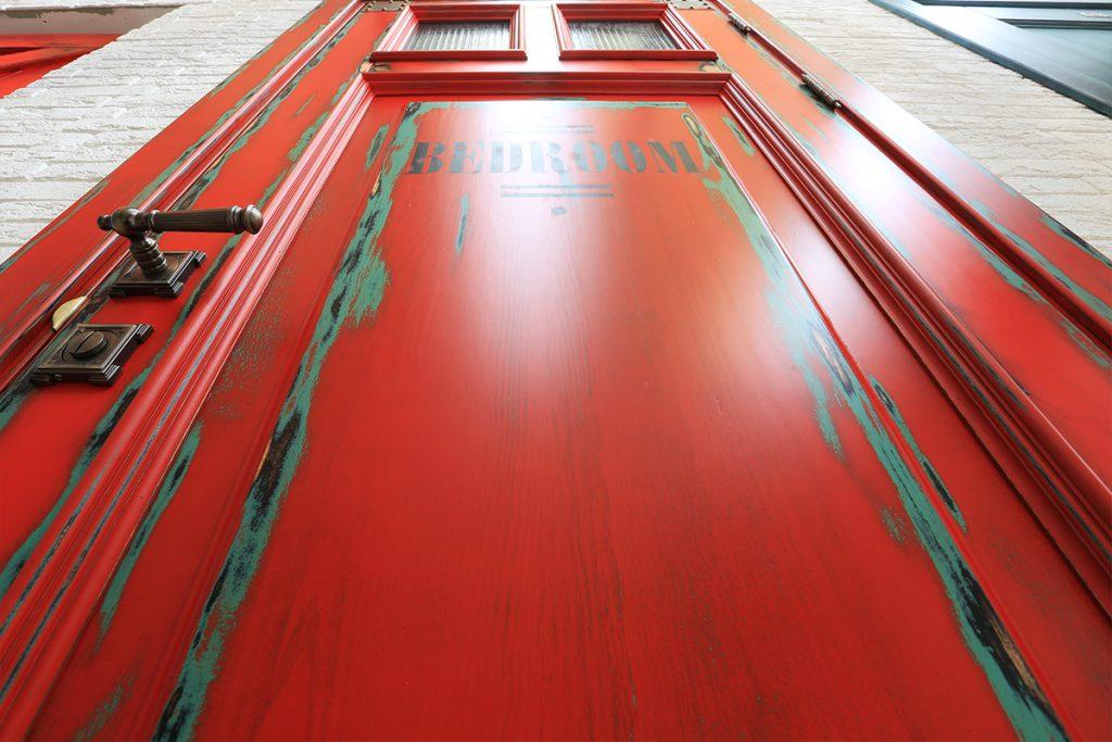 Двери в стиле лофт: особенности современного дизайна