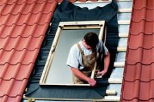 Замена старой крыши дома на новую
