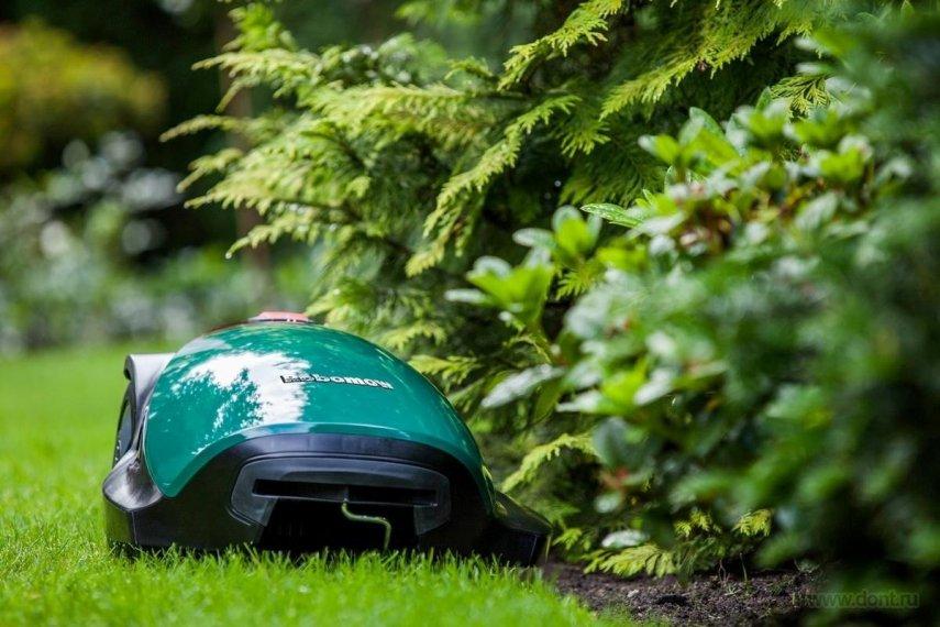 Робот-газонокосилка: стоит ли покупать?