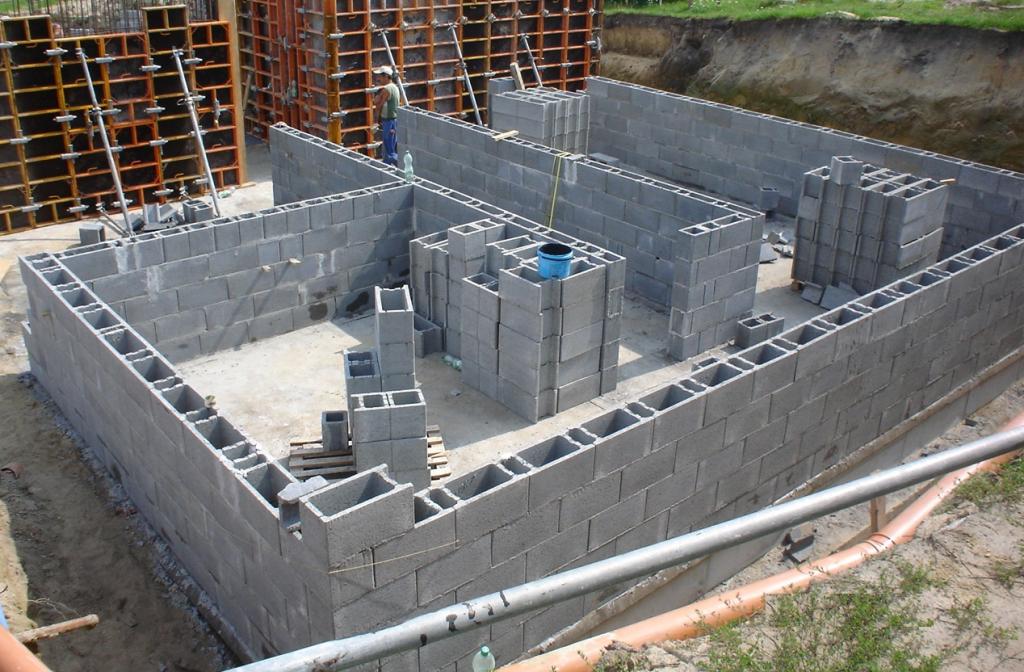 Проектирование и строительство здания из бетонных блоков