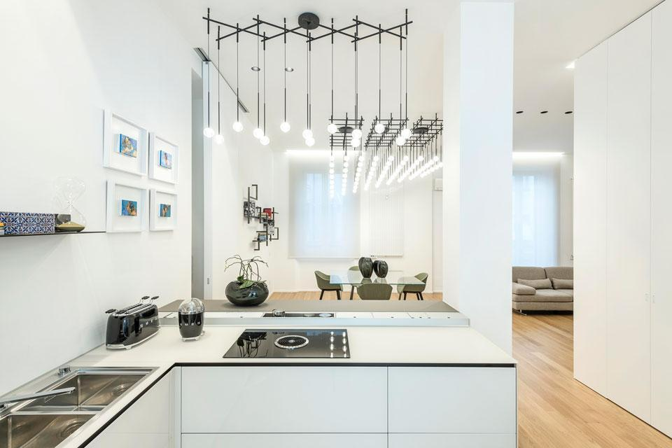 «Вкусный» свет: как спланировать освещение в кухне–гостиной?